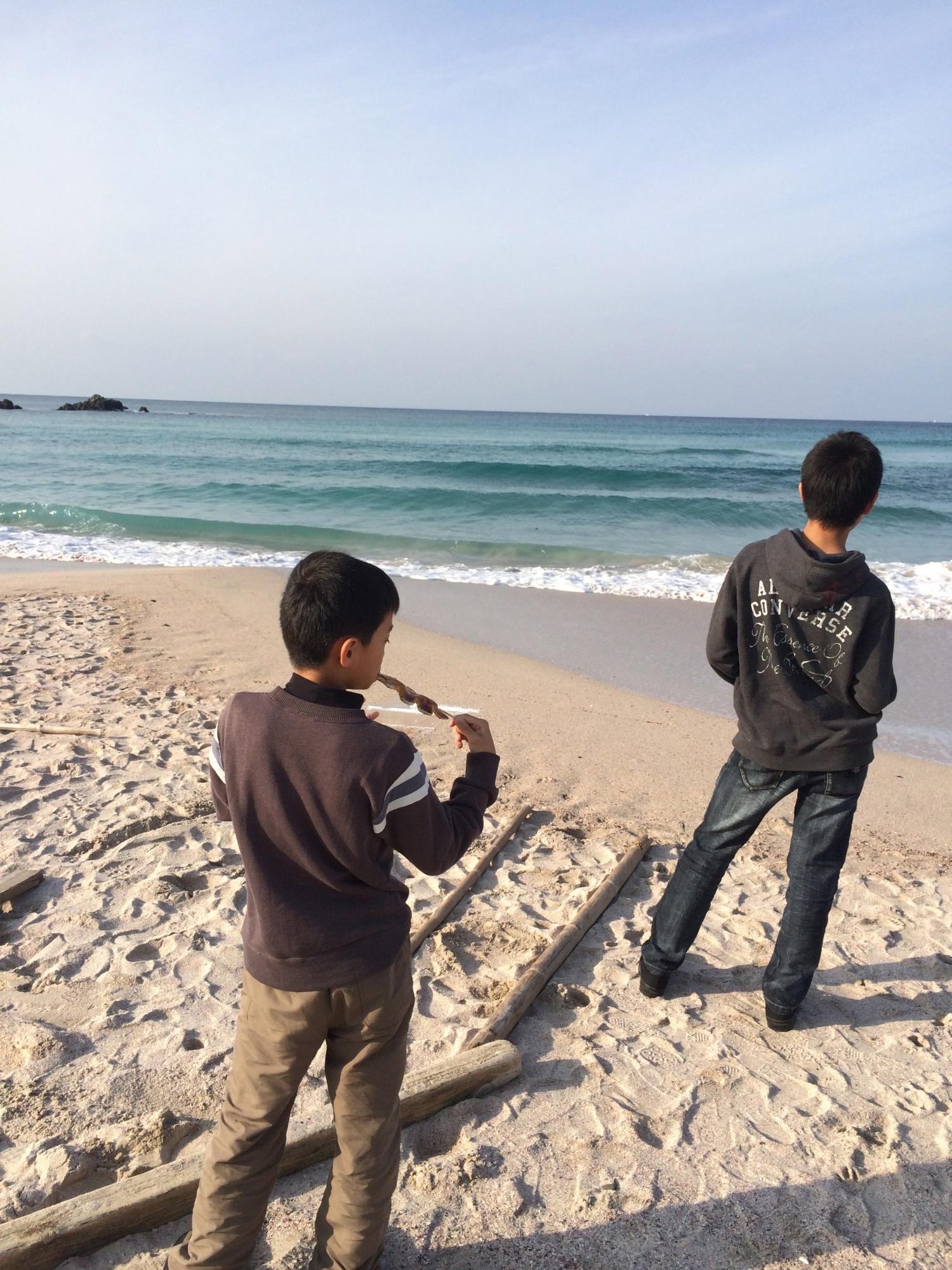 浜辺の息子たちをパシャリ!