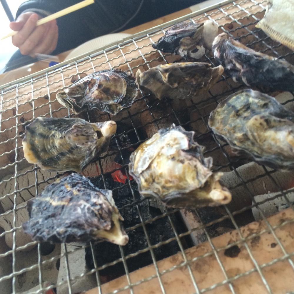 工具・電動工具の新居商店社長と大分県中津の牡蠣