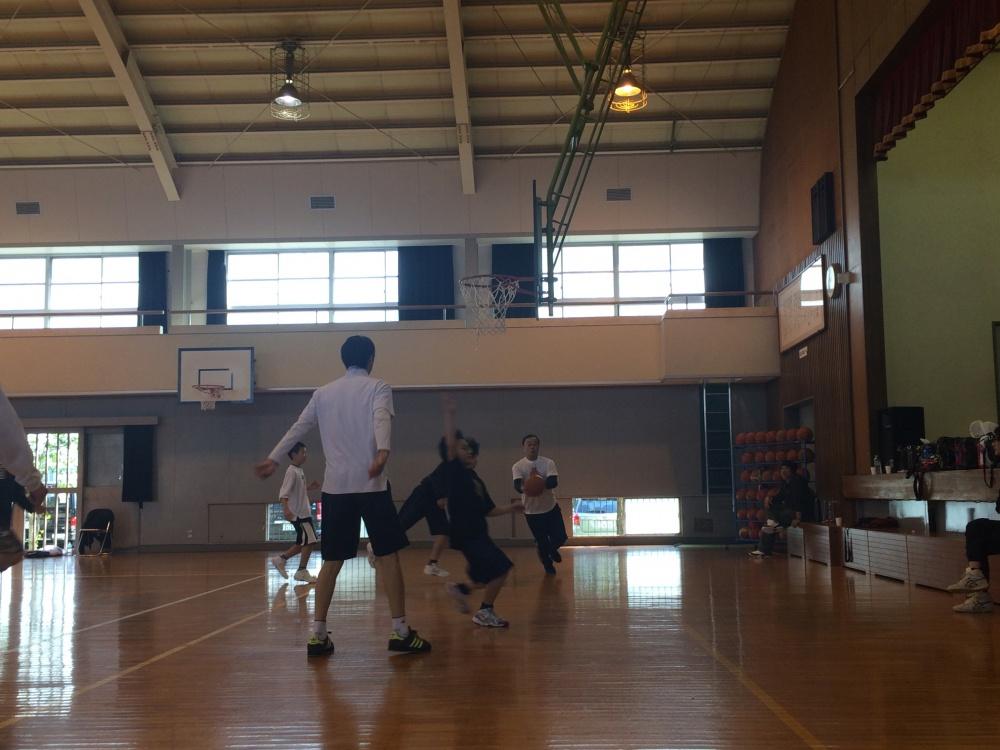 バスケットボールチームの「親子バスケ」に参加