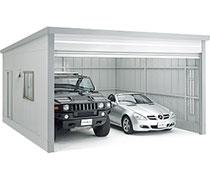 イナバ物置 車の搬入ができる、広々ガレージ