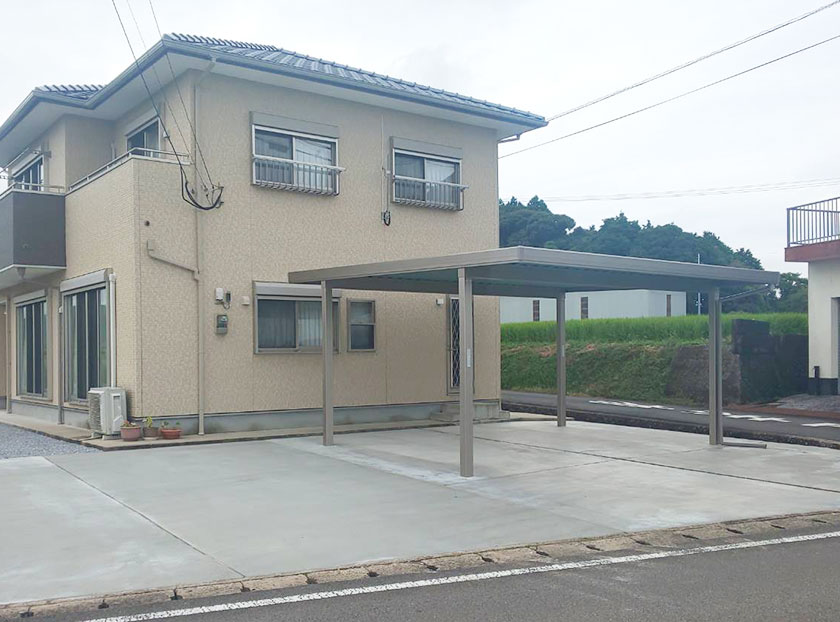大分県国東市 T様邸LIXIL折半カーポート+土間工事・イナバ物置の工事を行いました。